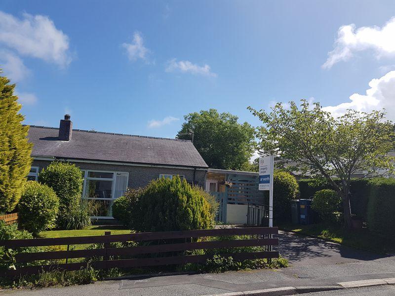 2 Bedrooms Semi Detached Bungalow for sale in Rhostryfan, Gwynedd