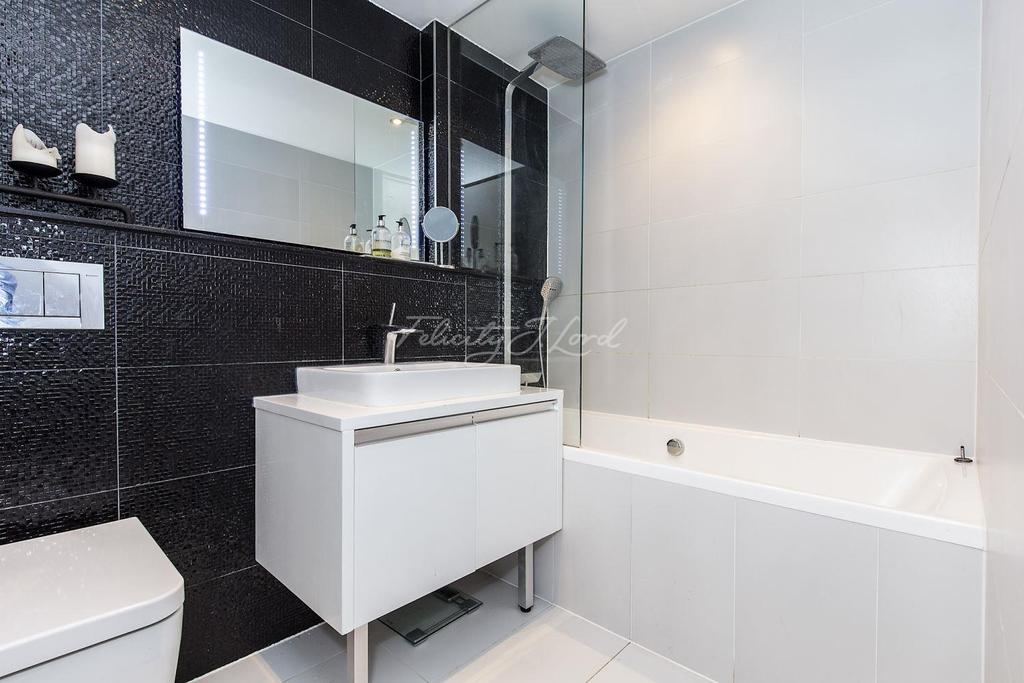 3 Bedrooms Flat for sale in Esquared Apartments, E2.