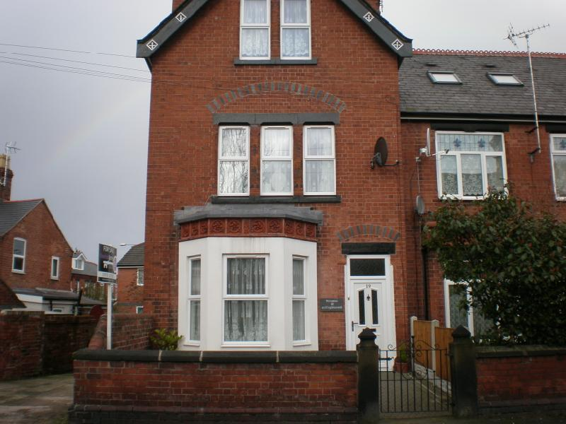 4 Bedrooms Town House for sale in Wellington Road, Wrexham, , LL13 7PF