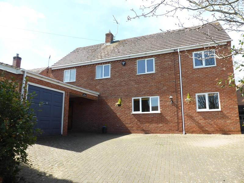 5 Bedrooms Detached House for sale in Winchcombe Road, Sedgeberrow, Evesham