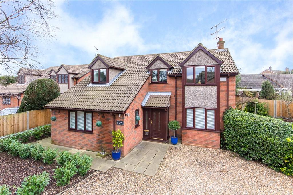 4 Bedrooms Detached House for sale in Evergreen Close, Woolmer Green, Knebworth, Hertfordshire