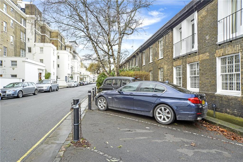 Parking Garage / Parking for sale in Hyde Park Gardens, Hyde Park, London, W2