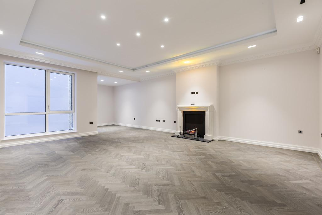 3 Bedrooms Ground Flat for sale in Queen Street, Mayfair, London, W1J
