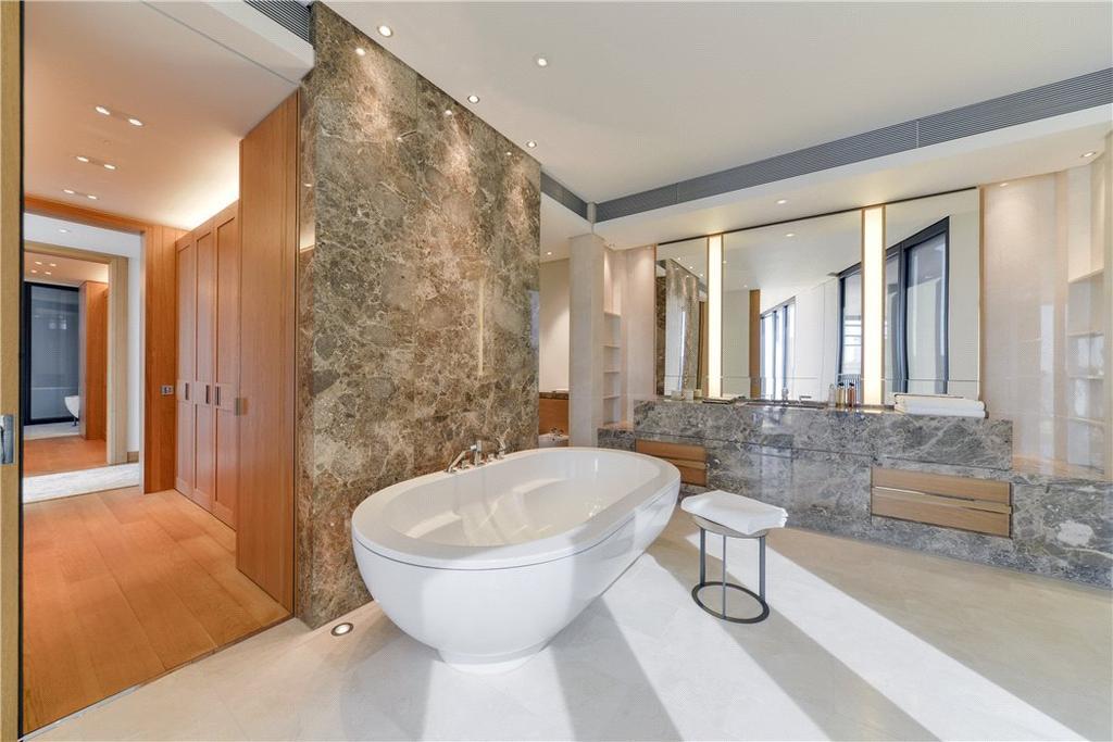 Her Bathroom Sw1