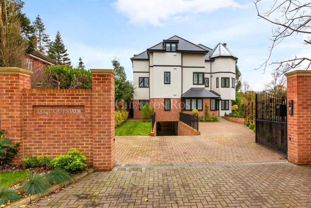 3 Bedrooms Apartment Flat for sale in CHIGWELL