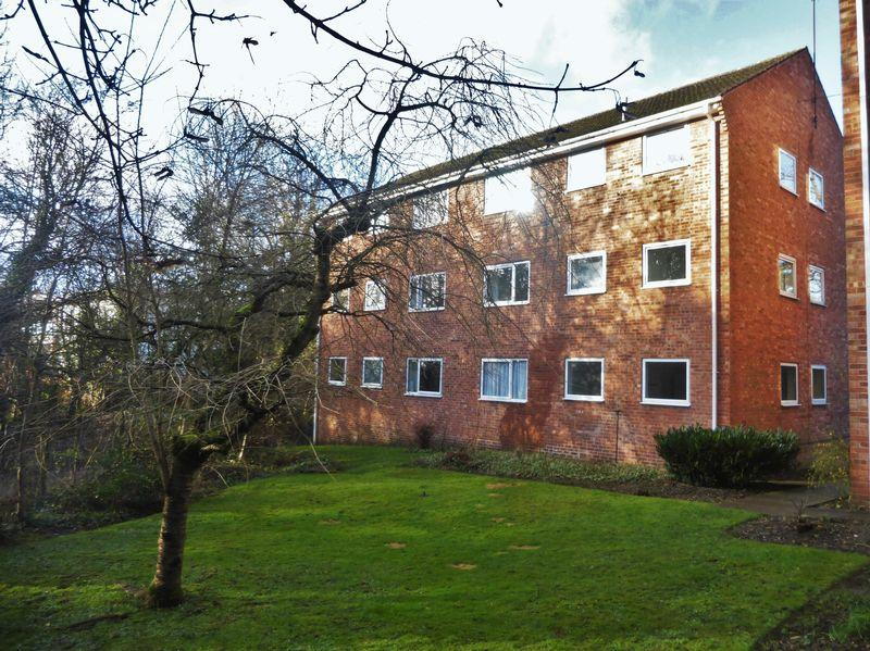 2 Bedrooms Apartment Flat for rent in Queen Victoria Road, Totley, - Well presented apartment