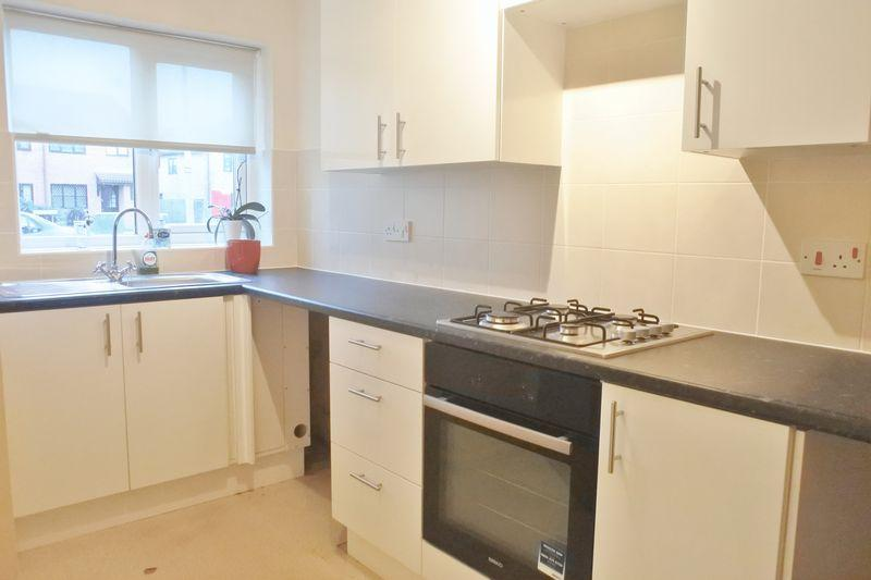 2 Bedrooms Terraced House for rent in The Rowans, Milton