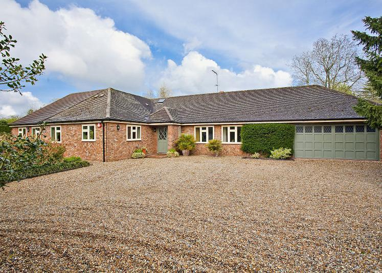 4 Bedrooms Detached Bungalow for sale in Mackerye End, Harpenden, Hertfordshire, AL5