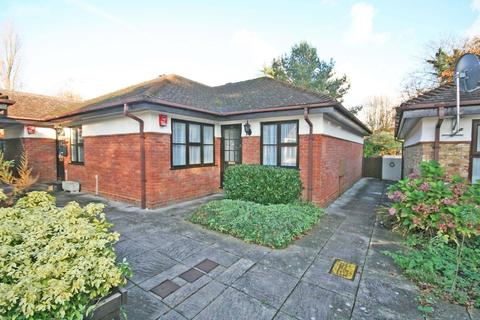 2 bedroom semi-detached bungalow to rent - Orchard Close, Beaconsfield