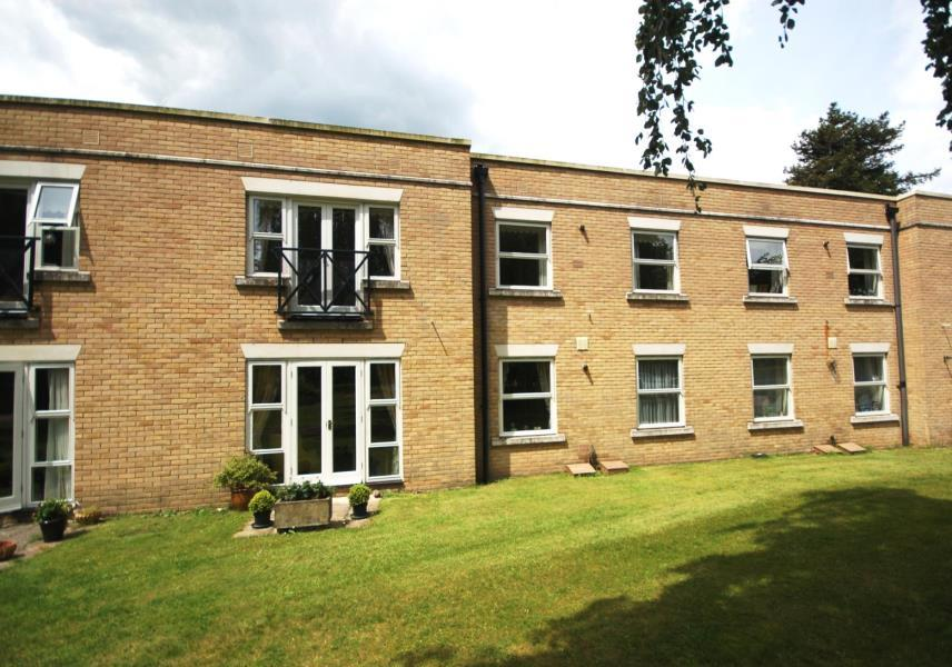 2 Bedrooms Retirement Property for sale in Homewood Court, Cedars Village, Chorleywood, Herts WD3