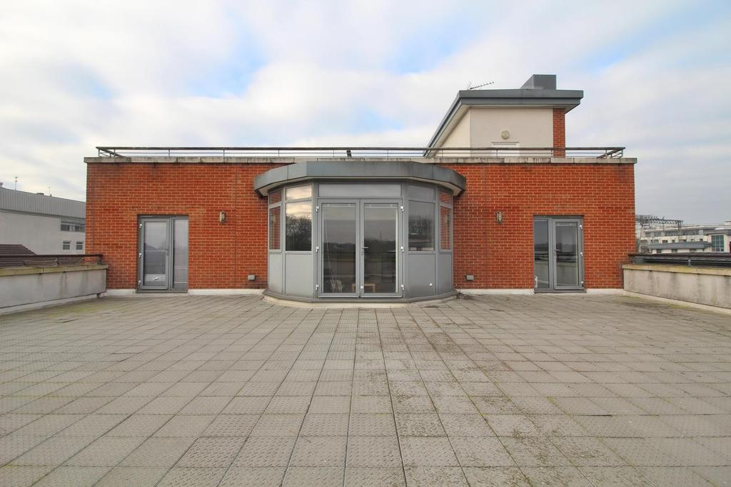 3 Bedrooms Apartment Flat for sale in Victoria Court, New Street, Chelmsford, Essex, CM1