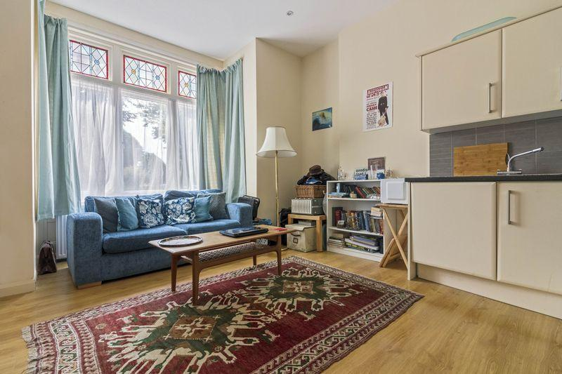 1 Bedroom Flat for sale in Converted Ground Floor Flat