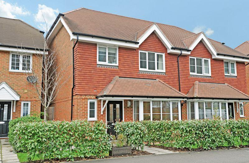 3 Bedrooms Semi Detached House for rent in Catteshall Lane, Godalming