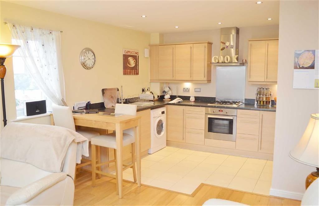 2 Bedrooms Apartment Flat for sale in Hesketh Way, CH62