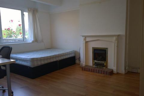 5 bedroom property to rent - Lower Bevendean Avenue, Brighton