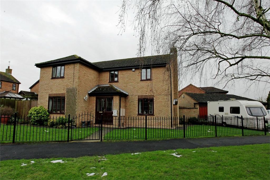4 Bedrooms Detached House for sale in Falcon Close, Thornhill, Nuneaton, Warwickshire