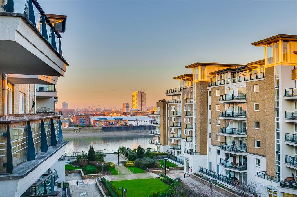 2 Bedrooms Flat for sale in Bluewater House, Smugglers Way, London