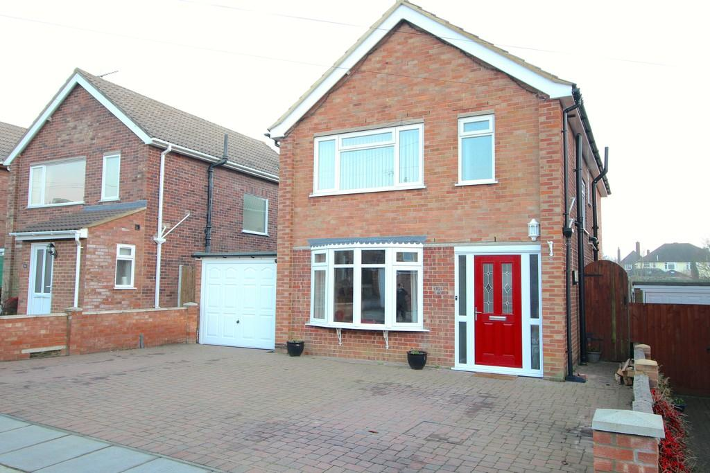 4 Bedrooms Detached House for sale in Larchcroft Close