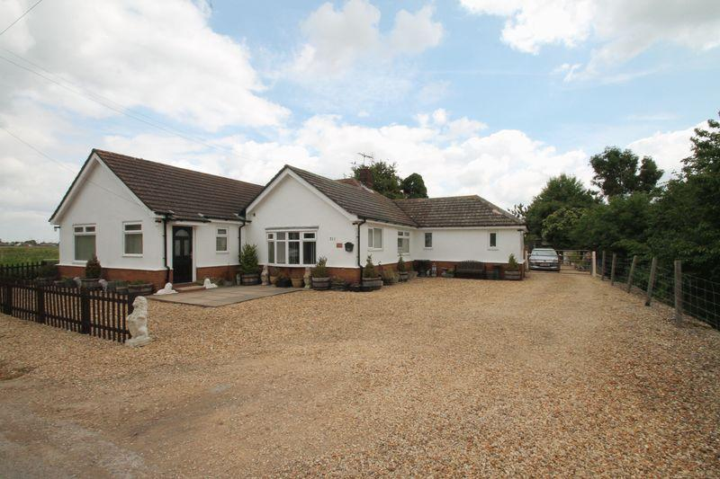 4 Bedrooms Detached Bungalow for sale in Broadgate, Weston Hills
