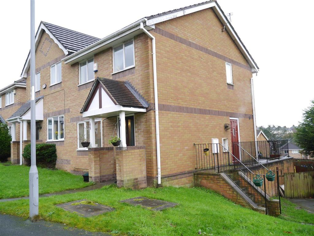 3 Bedrooms Semi Detached House for sale in Drovers Way, Bradford