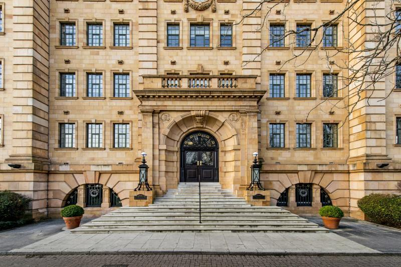 3 Bedrooms Flat for sale in William Hunt Mansions, Barnes, London, SW13