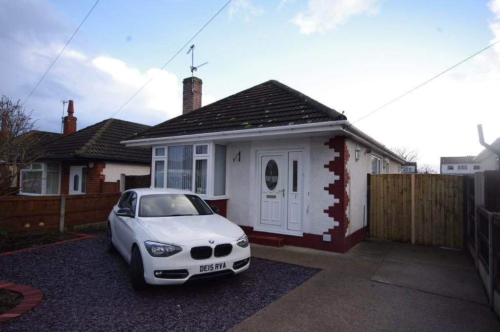 2 Bedrooms Detached Bungalow for sale in Winchester Drive, Prestatyn