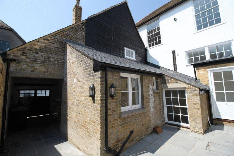 2 Bedrooms Terraced House for sale in Delf Street, Sandwich