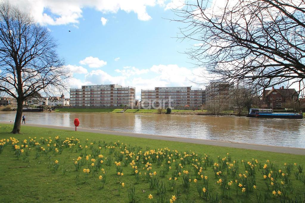 3 Bedrooms Flat for sale in Harvard House, West Bridgford, Nottinghamshire
