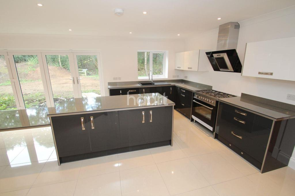 5 Bedrooms Detached House for sale in Abbeyfield Court, Hatfield
