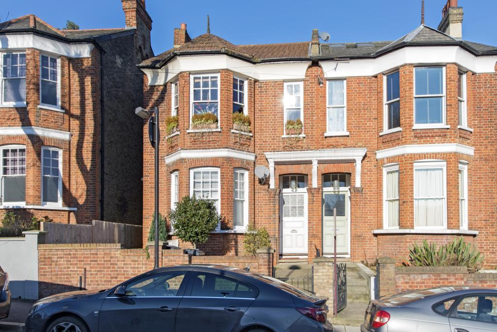 4 Bedrooms Flat for sale in Thornlaw Road, London, SE27