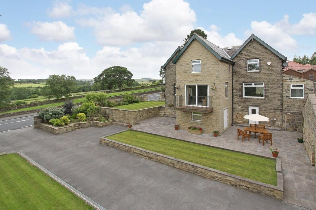 5 Bedrooms Detached House for sale in Bolton Road, Cringles, Silsden