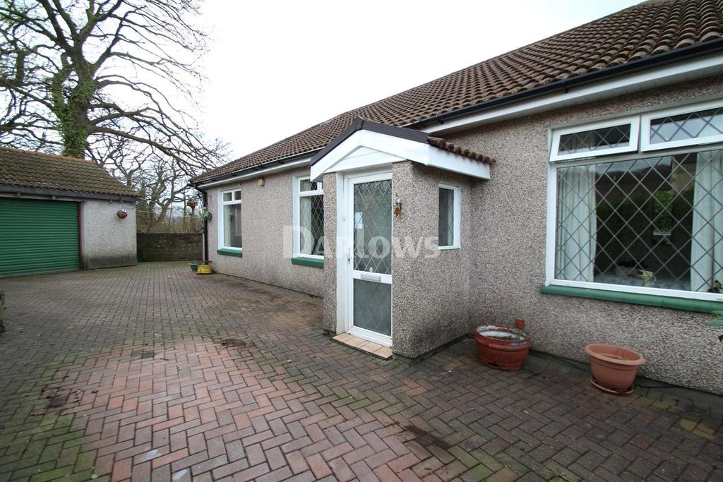 2 Bedrooms Bungalow for sale in Tabor Road, Maesycwmmer