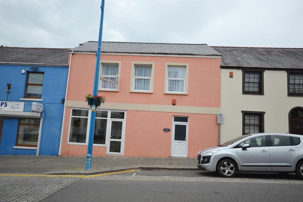 3 Bedrooms Terraced House for sale in Meyrick Street, Pembroke Dock