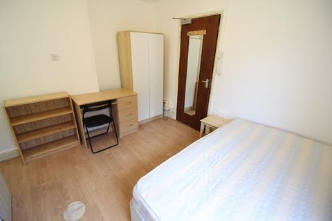 Studio to rent - Flat 3, 19 North Luton Place, Adamsdown, Cardiff, CF24