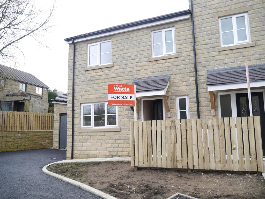 3 Bedrooms House for sale in Gatehouse Mews,Eccleshill, Bradford, BD2 2AL
