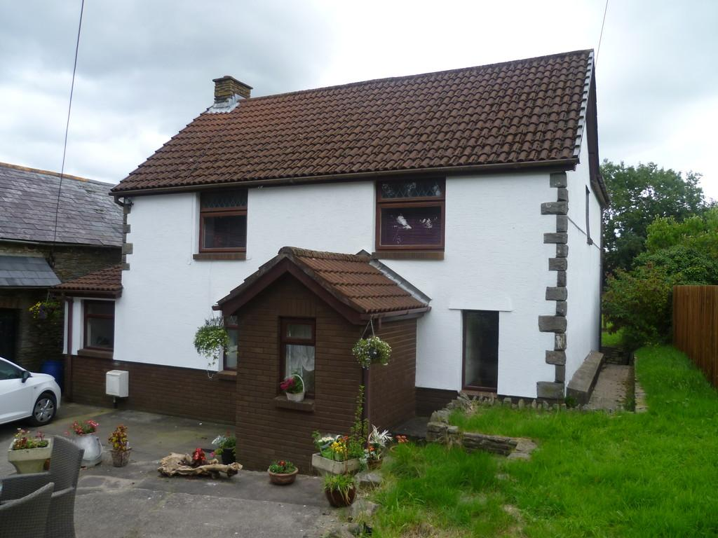 3 Bedrooms Farm House Character Property for sale in Tir Jack Farm, Hengoed Road, Penpedairheol