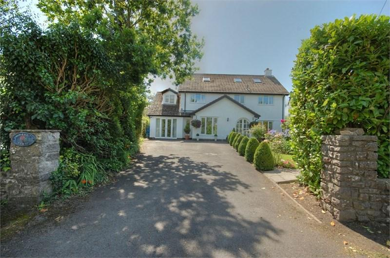 5 Bedrooms Detached House for sale in Rosehill House, St Quentins Close, Llanblethian, Cowbridge, CF71 7EZ