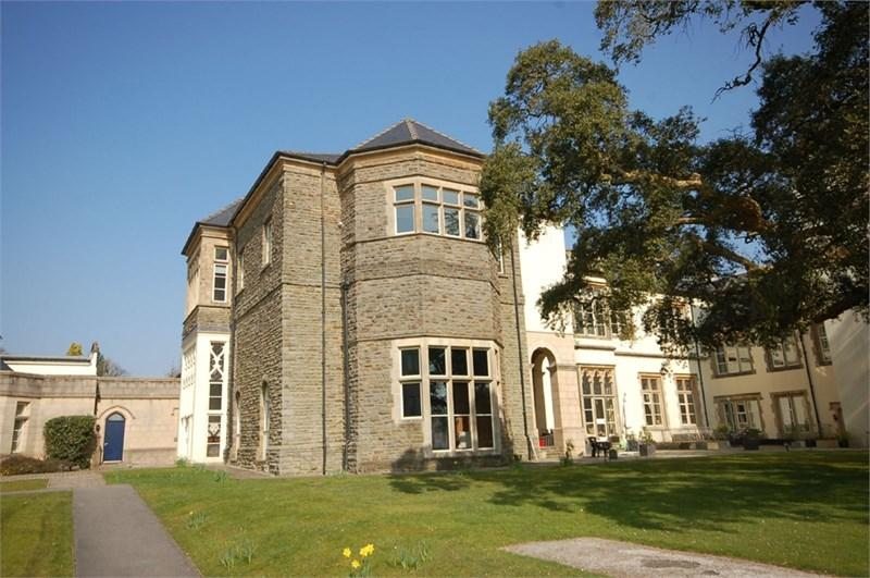2 Bedrooms Apartment Flat for sale in 16 The Manor, Talygarn, Pontyclun, CF72 9WT
