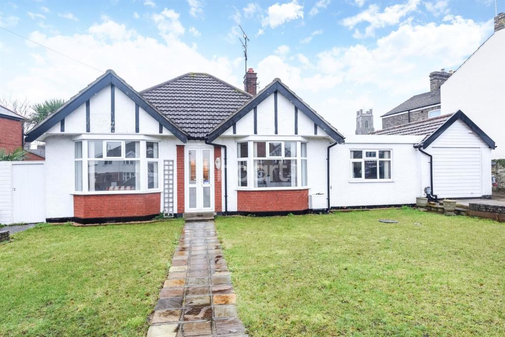 4 Bedrooms Bungalow for sale in Kirkley Park Road, South Lowestoft