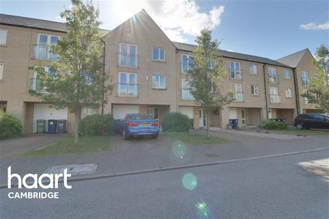 4 bedroom terraced house to rent - Skipper Way, Little Paxton