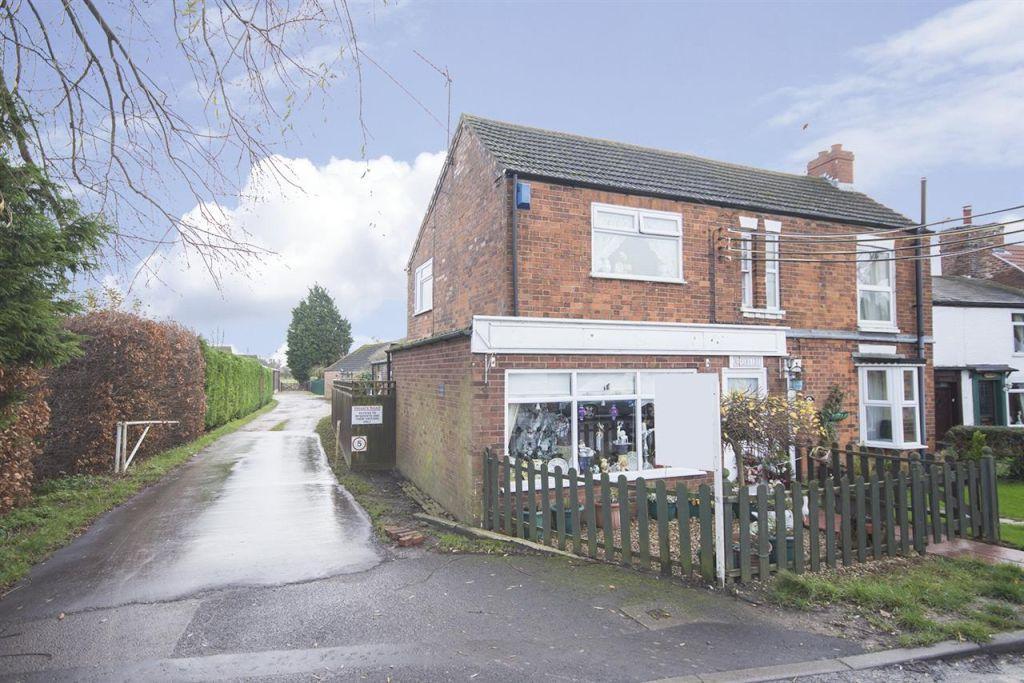 3 Bedrooms Semi Detached House for sale in Riverside Cottage,Station Road