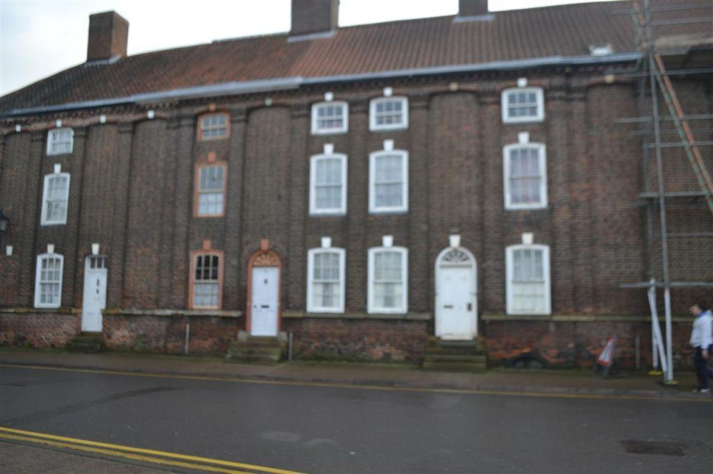3 Bedrooms Terraced House for sale in High Street