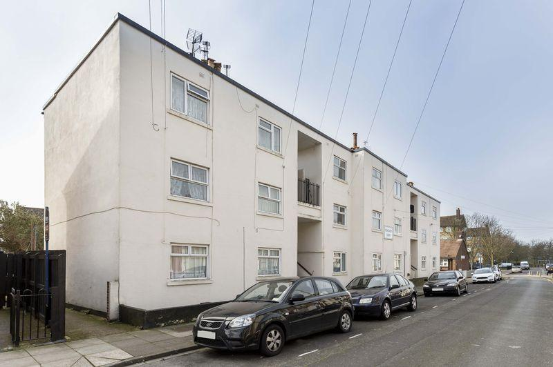 2 Bedrooms Ground Flat for sale in Newcomen Road, Portsmouth