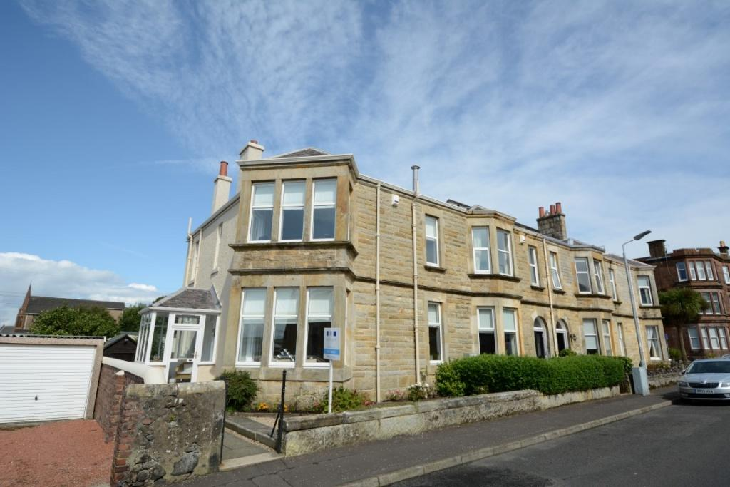 3 Bedrooms End Of Terrace House for sale in 3 Charles Street, Largs, KA30 8HJ