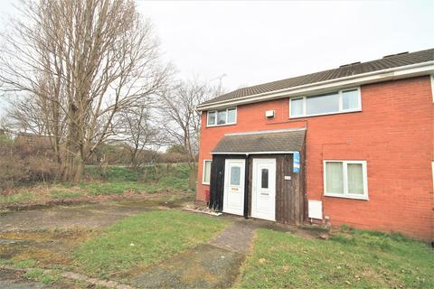 2 bedroom maisonette to rent - Hythe Avenue, Coppenhall