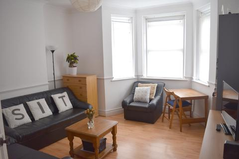 2 bedroom flat to rent - Porchester House, Philpot Street, Whitechapel, London E1