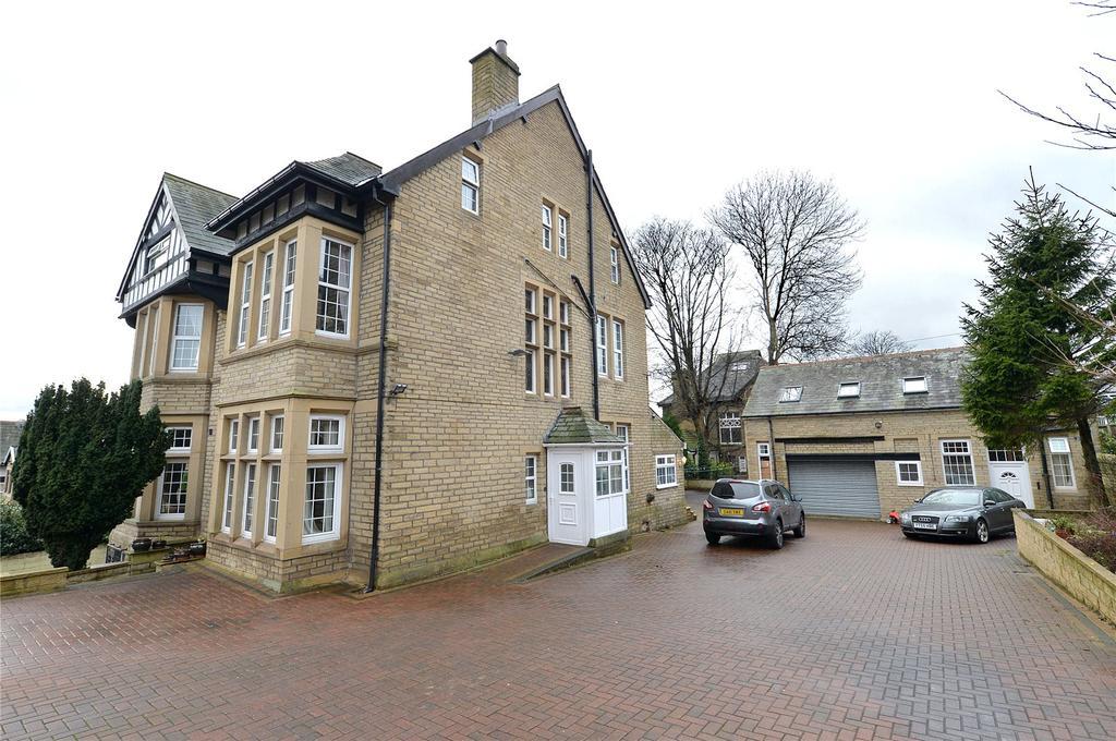 8 Bedrooms Detached House for sale in Cranbourne Road, Bradford, BD9