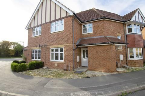 2 bedroom flat to rent - Westland Drive, Lee-on-the-Solent, Hampshire