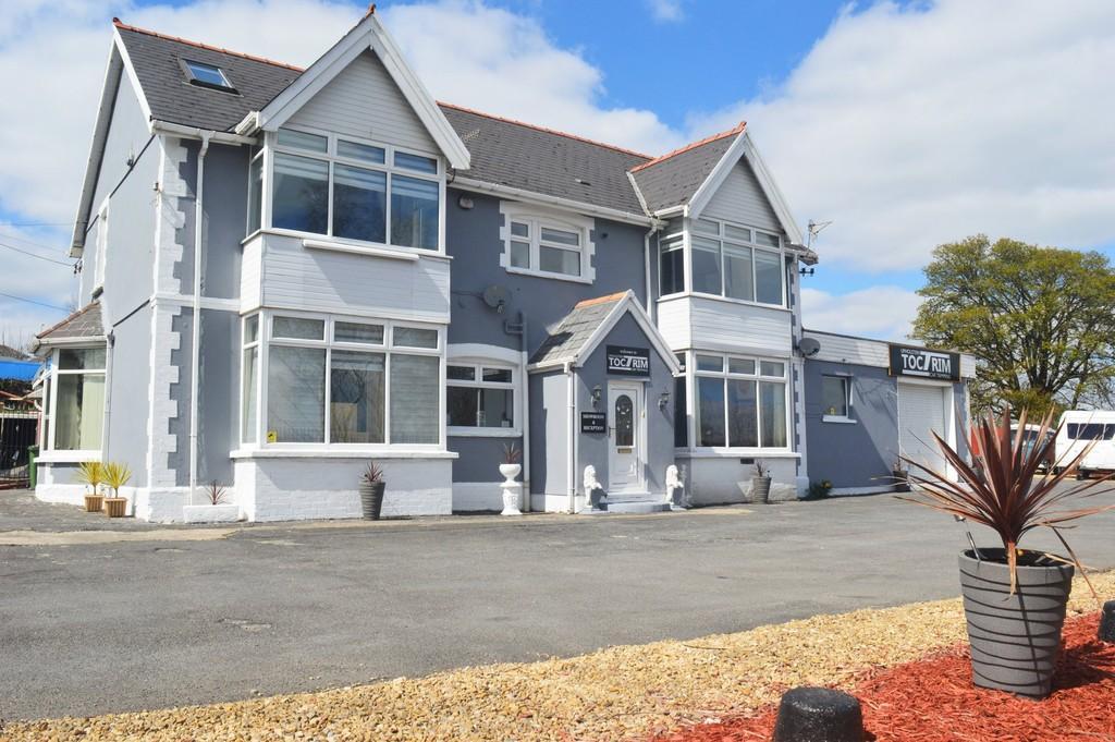 6 Bedrooms Detached House for sale in Cefn Llwynau House, Ystrad Mynach