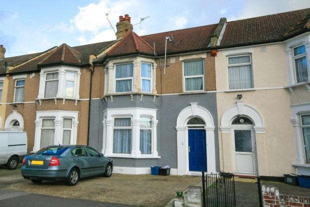 2 Bedrooms Flat for sale in Gordan rd , Ilford, IG1